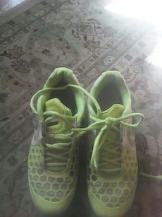 green-and-gray Nike running shoes