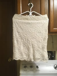 White short laced skirt-med Rocky View No. 44, T2P