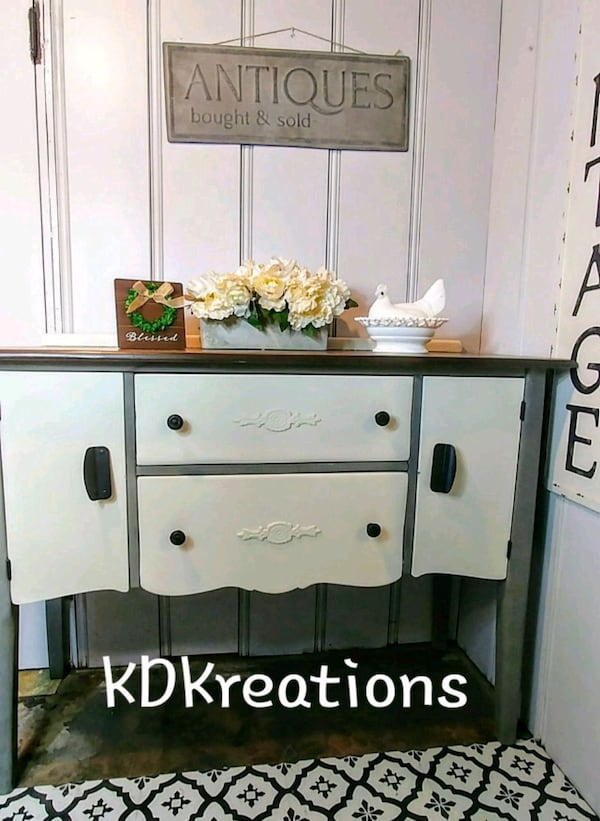 Buffet/Entryway/Server 293ea9c0-c6a8-44b7-8c47-17917922b66b