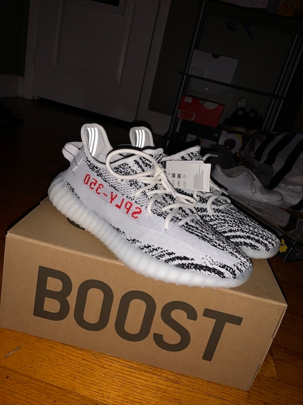 Yeezy 350s v2 0938106a-9f3a-4672-b62d-29cfd5378f23
