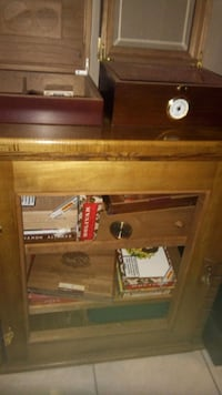 Cigar  Humidor (I'll post more pics) Burlington