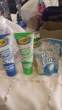 New Crayola finger paint soap and bath bomb. Laval, H7Y 2C1