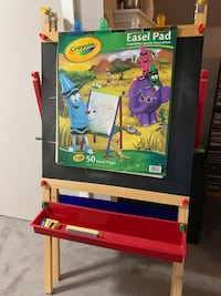 Childrens folding double sided easel in like new/excellent condition. Woodbridge, 07095