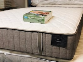 MATTRESS QUEEN STEARNS&FOSTER ( $50 down  )