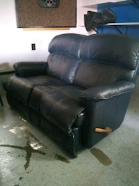 Leather love seat Saginaw, 48604