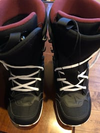 Pair of black- snowboard boots Eugene, 97404