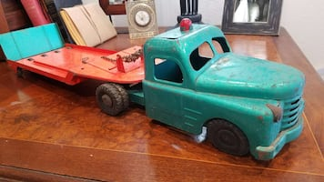 Vintage Structo Metal Tow Truck
