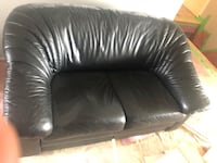 Genuine leather black love seat Toronto, M2R 3N1