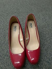 pair of red leather pointed-toe heeled shoes Eatonville, 32751