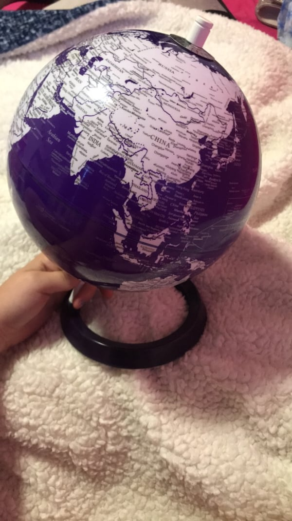 Pretty purple world globe abf82284-e050-4228-a872-242e45ed601c