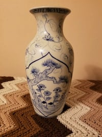 Blue & white vase  Metairie, 70001