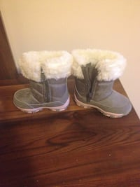 white-and-gray fur boots, size 4 New condition