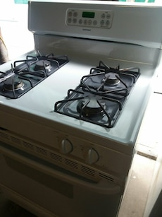 #1723 White gas stove with self-cleaning oven