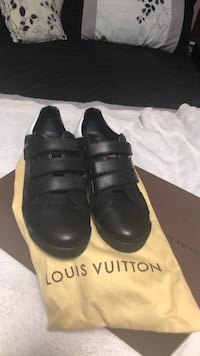 pair of black leather shoes with box Centreville, 20120