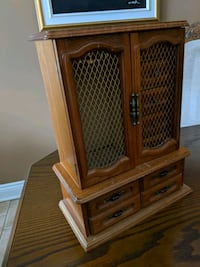 Musical brown wooden jewelry box Laval, H7N 5X6