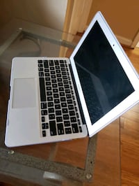 "Macbook Air 11"" College Park"