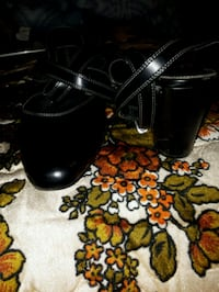 pair of black leather heeled shoes Edmonton, T6T 1K1