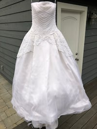 Vera Wang ball gown wedding dress with pleated lace bodice Mountain View, 94043