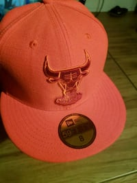 Red Chicago Bulls fitted cap never wone Edmonton, T5H 0N1
