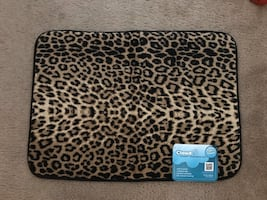 BRAND NEW LEOPARD MEMORY FOAM BATH MAT WITH TAGS