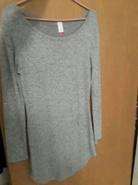 gray scoop-neck long-sleeved shirt Yakima, 98901
