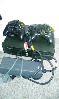 XBOX GAME SYSTEM w/2 CONTROLLERS & POWER CORDS