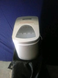 Home's small portable ice maker