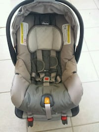 baby's gray and black  chico car seat in great condition. Falls Church, 22041