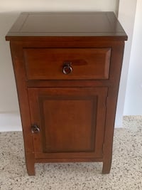 Wood oak side table w/ cabinet and drawer. Good condition . Cutler Bay, 33157