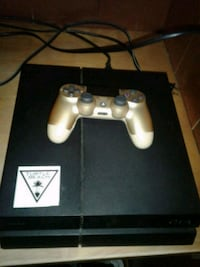Ps4 wit one controller  South Bend