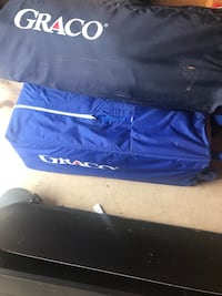 Blue and white nike track pants Carpentersville, 60110