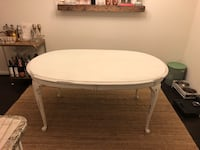 Antique distressed white wood kitchen table with 4 chairs Baltimore, 21224