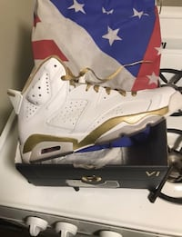 Jordan 6 Gmp Pack white gold size 9.5 excellent condition  New York, 10465