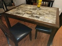 Small kitchen table w/4 chairs Fort Erie, L0S 1B0