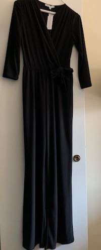 Annale and hope woman black jumpsuit Herndon, 20170