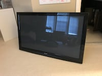 black flat screen TV with remote Alexandria, 22315
