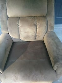 Very nice chair only 5 months old pet free smoke-f Austell
