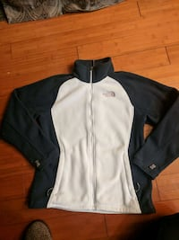 Women's medium north face fleece Thornton