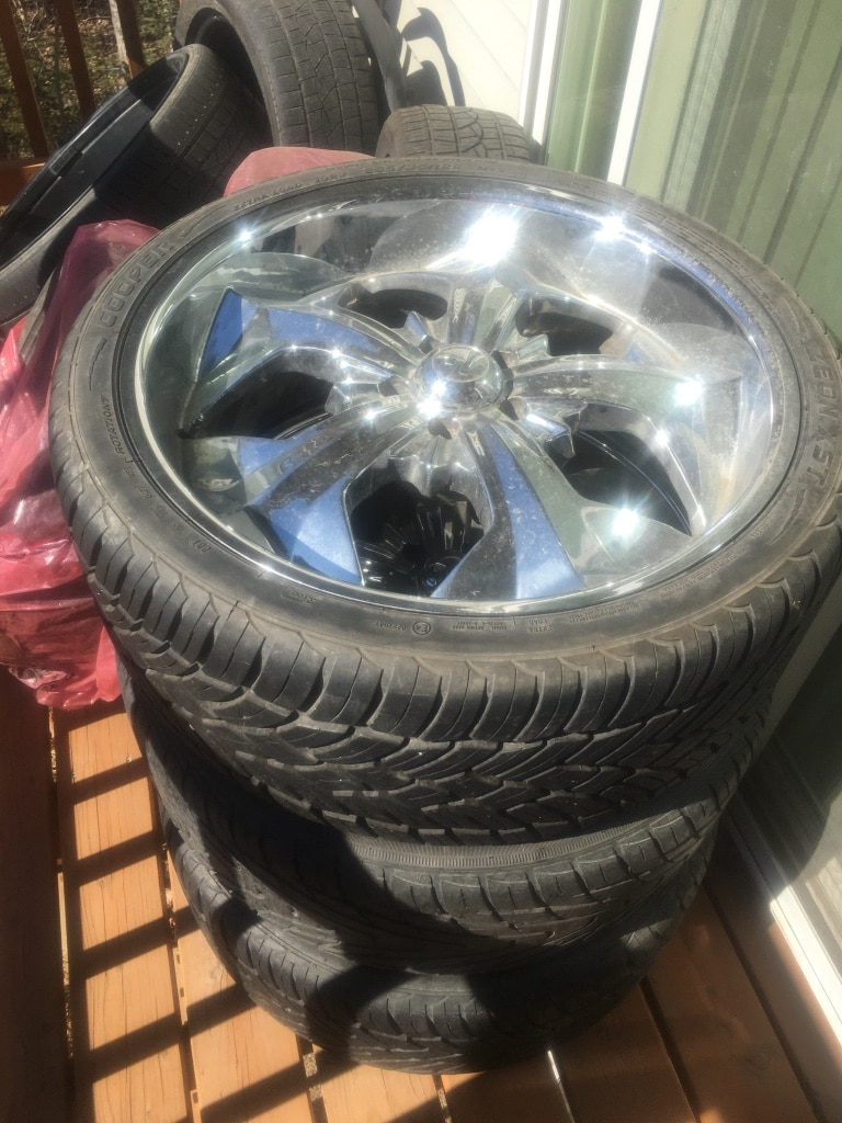 Photo 22 inch rims and tires for sale 100 $ only have 3 wheel and 3 rims.