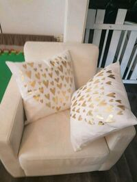 2 cushions2 cushions white and gold hearts Mississauga, L5C 3W4