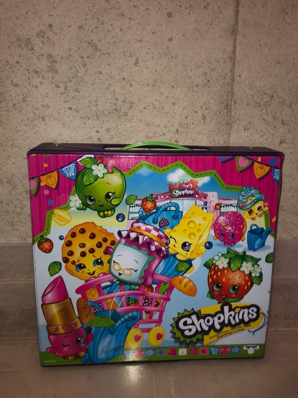 Full case of Shopkins + accessories and sets