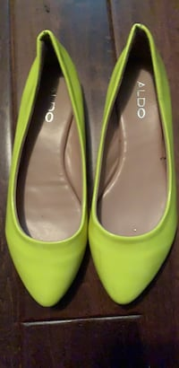 Aldo trendy color new shoes Coquitlam, V3C 5L6