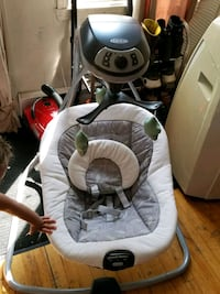 baby's gray and white Graco cradle n swing Montréal, H2C 1P1