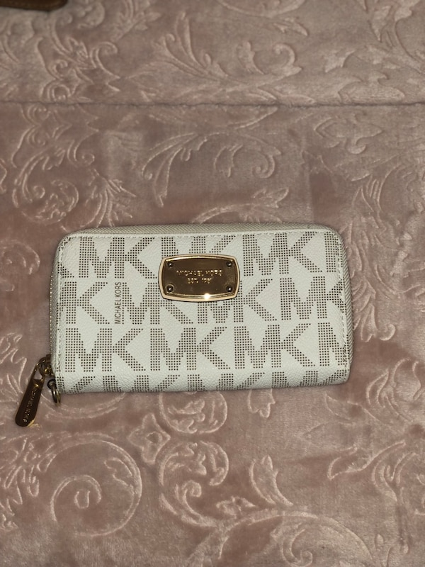 998d047d4cfacc Used White MK Michael Kors Signature Wallet for sale in Stratford - letgo