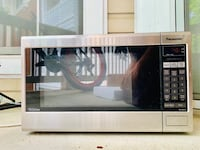 Used Panasonic Microwave for 40$ available in good condition Mc Lean