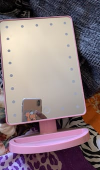 Pink light up mirror battery included.  Hayward, 94545
