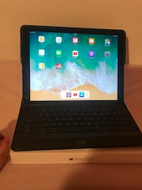 128gb iPad Pro with keyboard  Austin