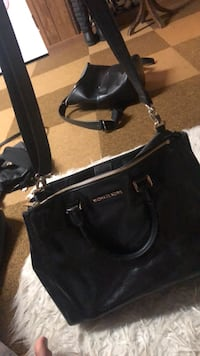 Black Michael kors leather 2-way bag Mississauga, L5A 2N8