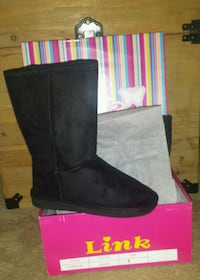 Brand New Boots Size 1 Virginia Beach, 23456