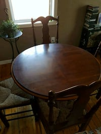 Solidwood dining table & chairs